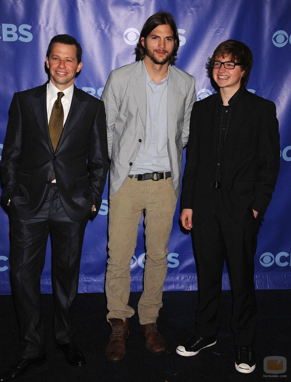 John Cryer, Ashton Kutcher y Angus T. Jones de 'Dos hombres y medio'