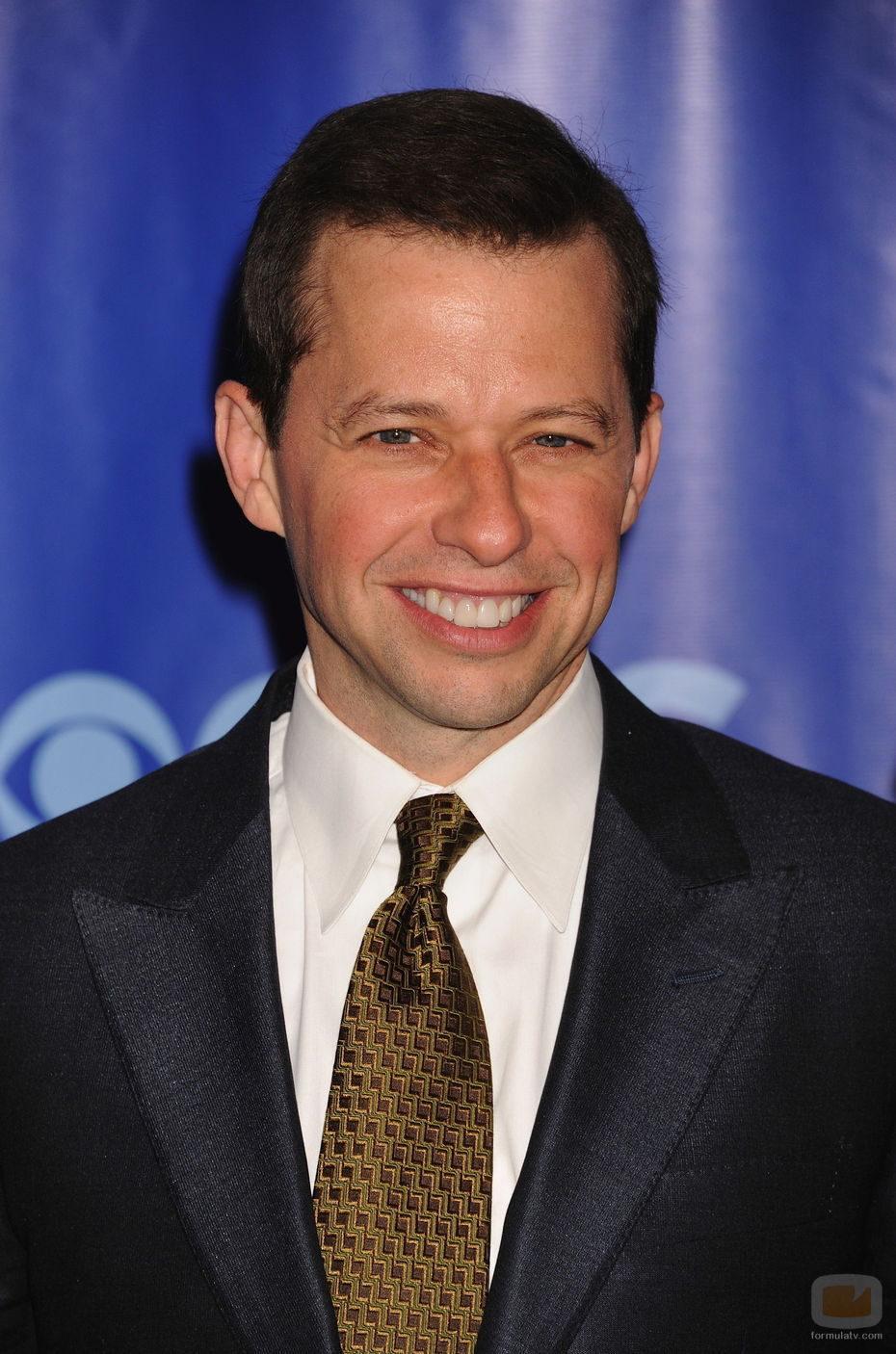 John Cryer de 'Dos hombres y medio' en los Upfronts 2011 de CBS