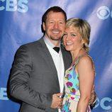 Donnie Wahlberg y Amy Carlson de 'Blue Bloods'