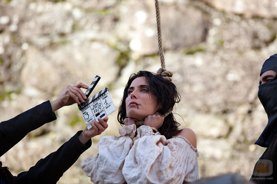 Pilar Rubio, ahorcada en 'Piratas'