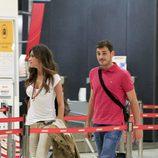 Sara Carbonero e Íker Casillas en el aeropuerto