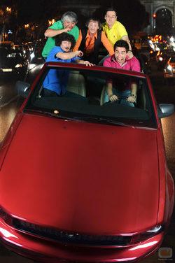 Los chicos de \'La que se avecina\' montan en un coche