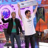 Nakor Markez levanta su premio en 'El conquistador del fin del mundo'