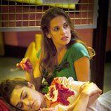 Sara ayuda a una Verónica herida en 'Física o química'