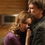 Emma abraza a Gus en 'Gran reserva'