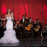 La Isabel Pantoja de Antena 3 (Belén López) sobre el escenario