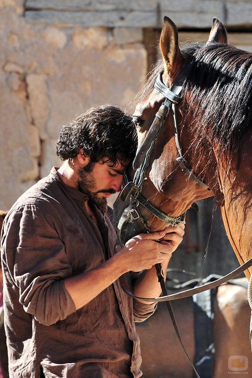 Álex García con su caballo en 'Tierra de Lobos'