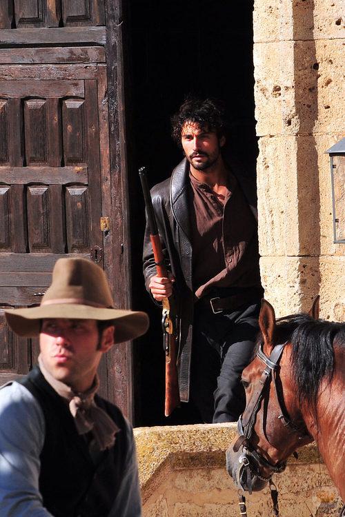 Álex García rueda la segunda temporada de 'Tierra de Lobos'