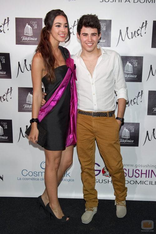 Ángel Capel y Diana, de Venus, durante los premios Must! 2011