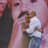 Isabel Pantoja abraza a su hijo Kiko Rivera