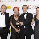 Rosa María Calaf posa con Paul Kenyon en los Premios de la ATV 2011