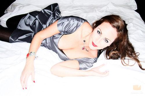 Ana Milán, seductora sobre la cama