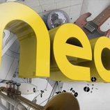 Identificativo con elementos musicales de Neox