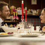 Cena romántica entre Ricardo Montero y la doctora Wilson en 'El Barco'