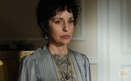 Doña Teresa (Adriana Ozores) es la dueña del 'Gran Hotel'
