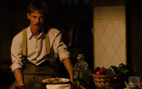 Eloy Azorín caracterizado como Javier Alarcón en 'Gran Hotel'