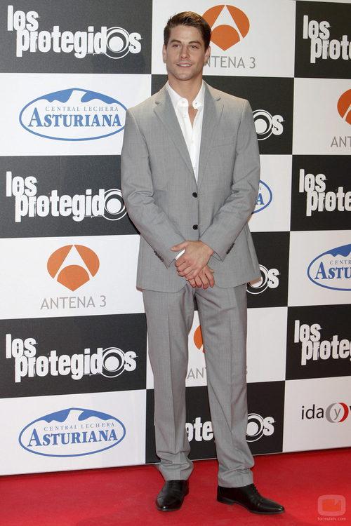 Luis Fernández, elegante en la premiere de la tercera temporada de 'Los protegidos'