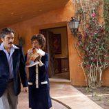 Espartaco Santoni y la madre de Carmen en 'Tita Cervera. La Baronesa'