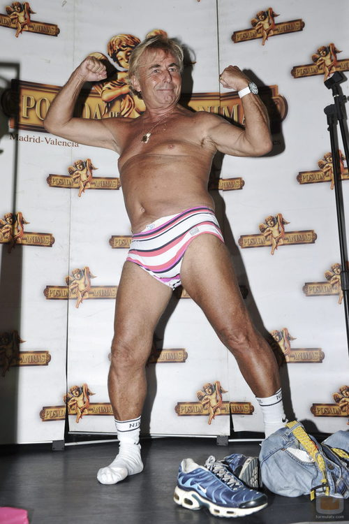 Tony Genil se desnuda en la fiesta de 'Supervivientes'