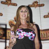Malena Gracia con un premio en la fiesta de 'Supervivientes'