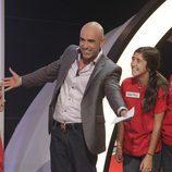 Emilio Pineda con una de las familias del concurso
