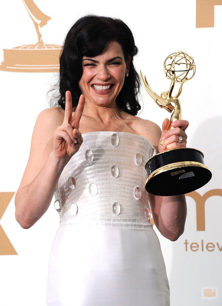 Julianna Margulies, muy contenta con su Emmy 2011
