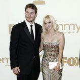 Chris Pratt y su pareja la actriz Anna Faris en los Emmy 2011