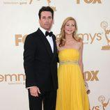 Jon Hamm y su mujer Jennifer Westfeldt en los Emmy 2011