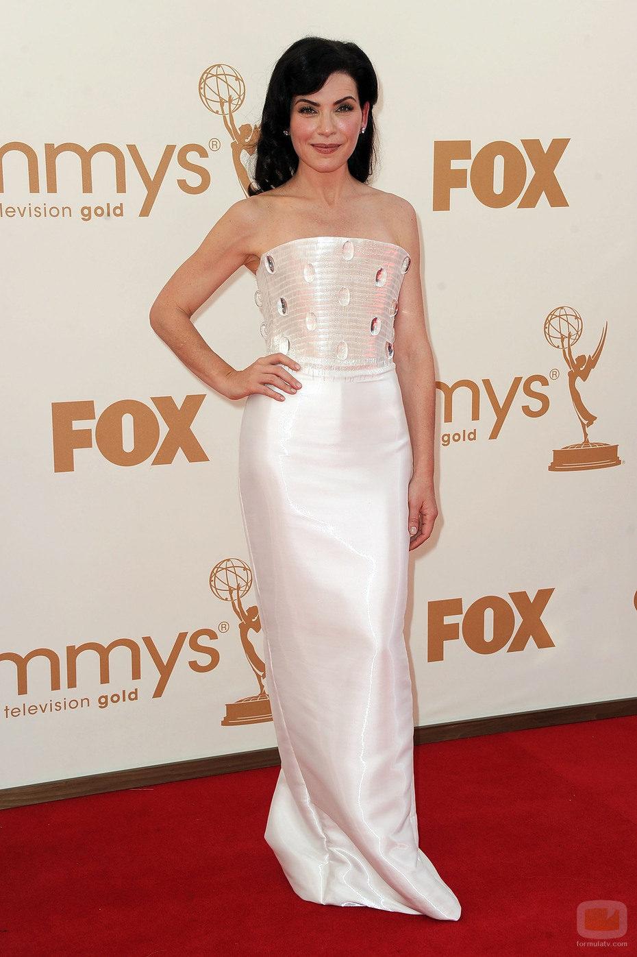 Julianna Margulies en la Alfombra Roja de los Emmy 2011