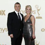 Matt LeBlanc y su pareja Andrea Anders en los Emmy 2011