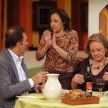 Aida intenta robarle el ligue a su madre Eugenia