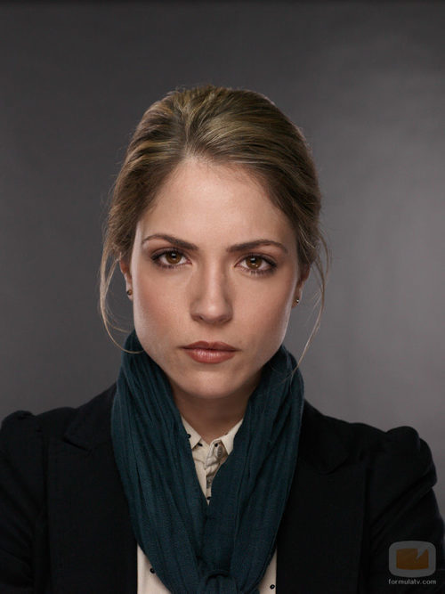 Brooke Nevin es Julianne Simms en 'Ex-Convictos'