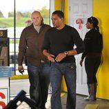 Charlie y Ray entran en una tienda en 'Breakout Kings'