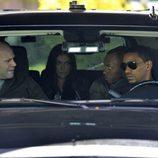 Los protagonistas de 'Breakout Kings' en un coche