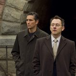 Reese y Finch caminan en 'Person of interest'
