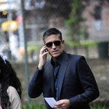 Reese habla por teléfono en 'Person of Interest'