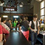 Carlos Alcántara monta un bar en 'Cuéntame cómo pasó'