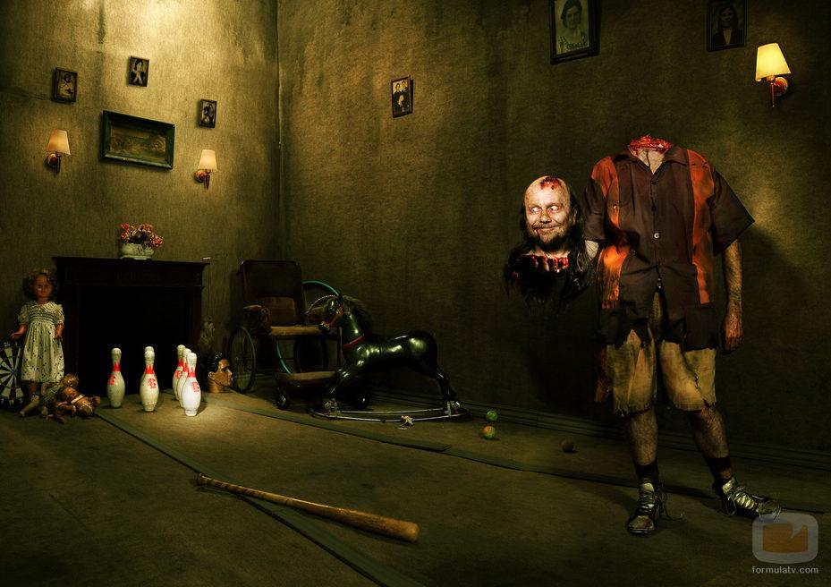 La imagen de la semana 28239_santiago-segura-zombie-sin-cabeza-calendario-the-walking-dead