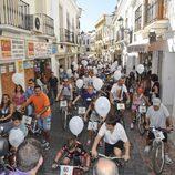 Los vecinos pedalearon silbando la sintonia de 'Verano azul'
