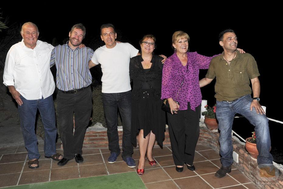 Algunos de los actores de 'Verano azul' posan ante los fotógrafos