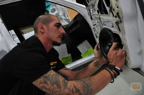 Pertur coloca un altavoz a uno de los coches de 'MTV Tuning España'