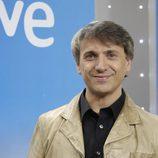 José Mota posa junto al logo de TVE