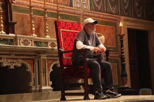 El productor sentado en butacón de Inocencio VIII