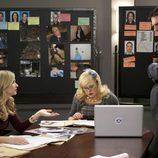 Thomas Gibson, A.J. Cook y Kirsten Vangsness en 'Mentes Criminales'