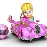 Silvi con su coche rosa