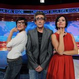 David Fernández con Ana Morgade y Silvia Abril, presentadoras de 'Las noticias de las 2'