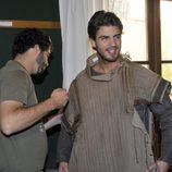 Maxi Iglesias se viste para la serie 'Toledo'