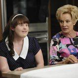 Jamie Brewer y Jessica Lange en 'American Horror Story'