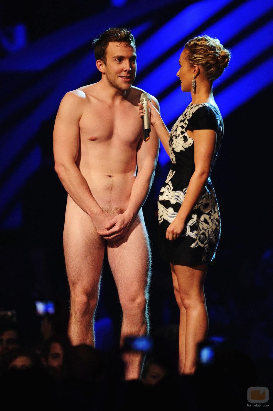 Hayden Panettiere con un hombre desnudo en los EMA 2011