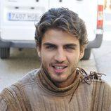 El actor Maxi Iglesias posa con ropa de época